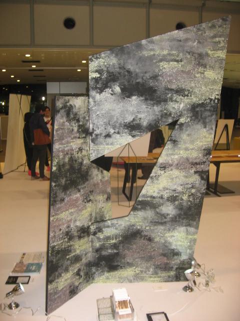 写真: 2色のグラデーションで意匠表現(作品名「山笑う」(KAARA氏 作)