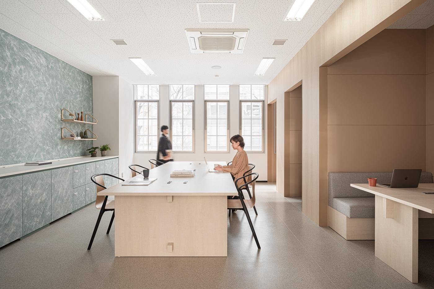 写真: 【心地よい自然の中にいるような研究室を、EMOで表現 東京大学連携講座スペース】